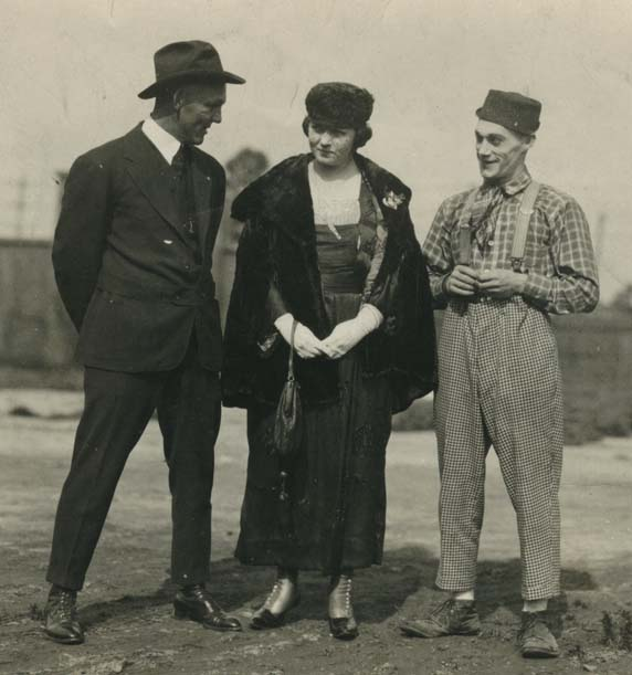 Buck Weaver, his wife Helen and Will Rogers.
